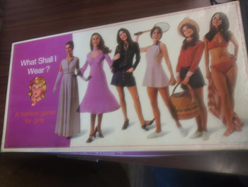 What Shall I Wear?: A  Fashion Game for Girls board game